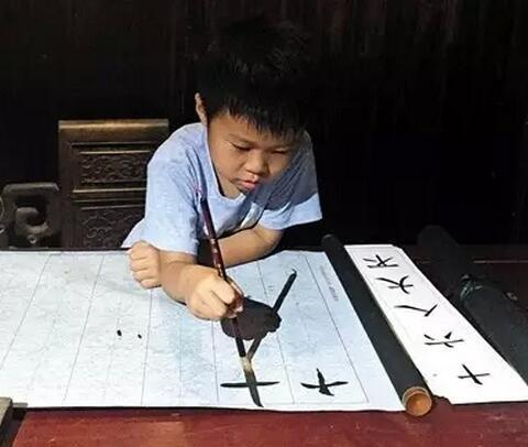 父母天天搓麻将,孩子6岁就会4000英语单词也没用 | 新京报快评
