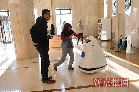 智能垃圾桶机器人.